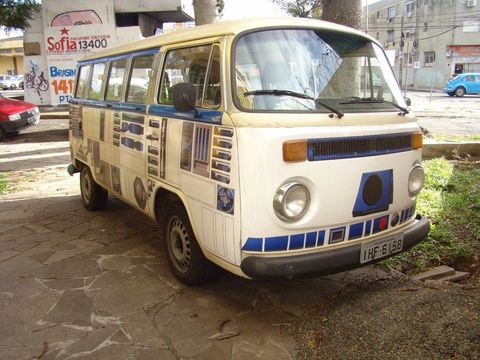 Motor vehicle, Wheel, Mode of transport, Land vehicle, Transport, Vehicle, Automotive exterior, Automotive parking light, Rim, Automotive design,