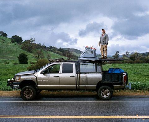 Tire, Motor vehicle, Wheel, Automotive tire, Vehicle, Automotive exterior, Land vehicle, Rim, Automotive parking light, Pickup truck,