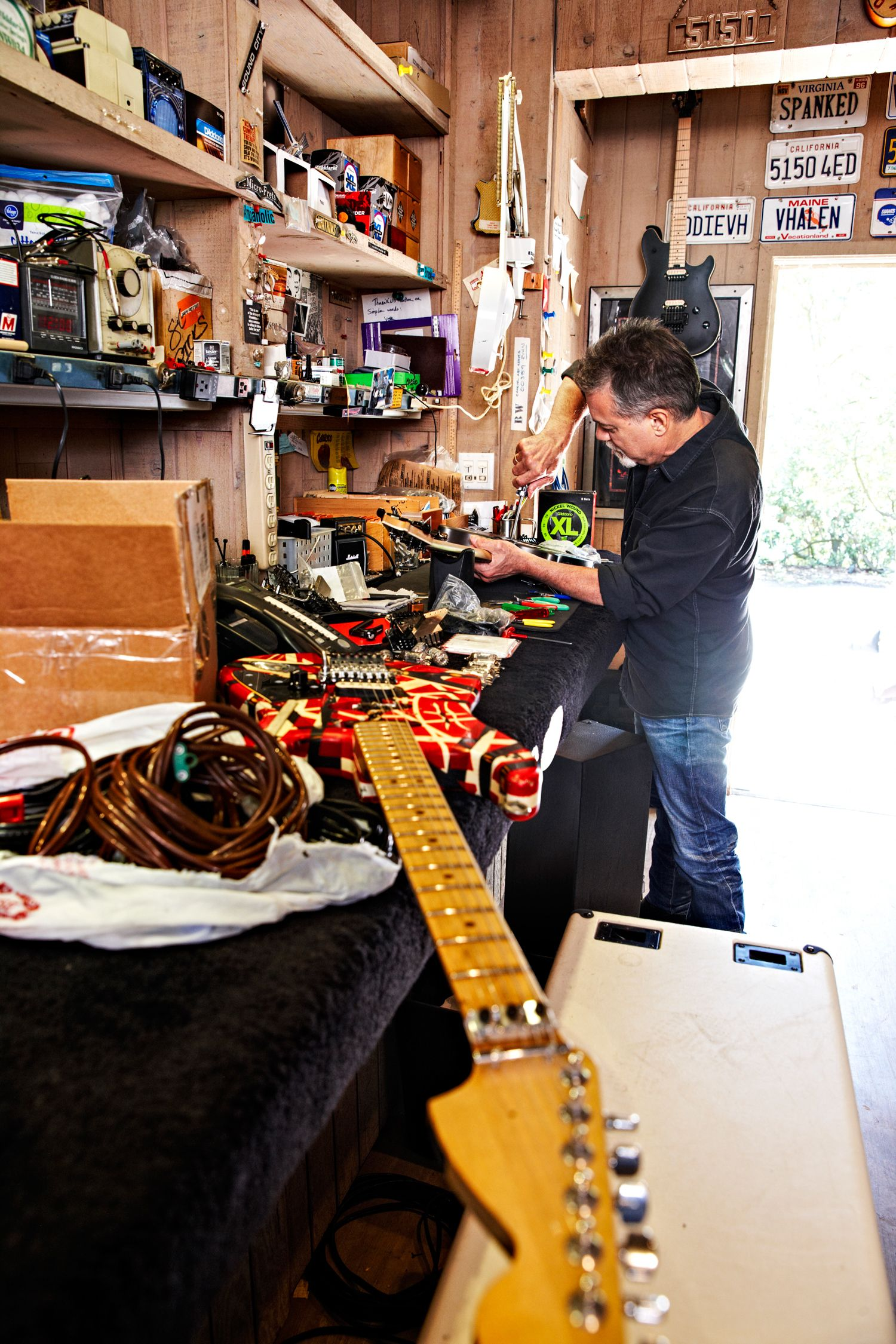 Wiring Diagram For Eddie Van Halen Mark Knopfler How Hacks A Guitar Rh Popularmechanics Com Valerie