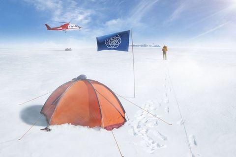 Winter, Slope, Airplane, Carmine, Aircraft, Snow, Geological phenomenon, Air travel, Flag, Freezing,
