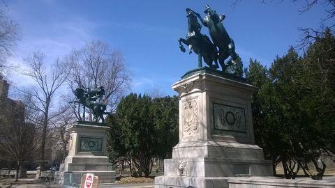 Tree, Horse, Sculpture, Landmark, Working animal, Monument, Memorial, Pack animal, Livestock, Horse tack,