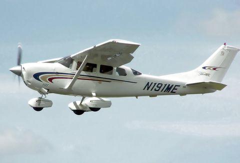 Airplane, Mode of transport, Daytime, Aircraft, Transport, Aviation, Propeller-driven aircraft, Glass, Air travel, Light aircraft,