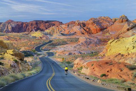 Road, Mountainous landforms, Infrastructure, Road surface, Asphalt, Slope, Mountain, Highway, Thoroughfare, Lane,