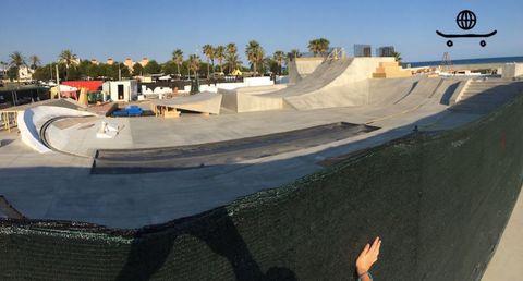 Skatepark, Sport venue, Slope, Concrete, Composite material, Panorama, Rolling, Gesture, Palm tree, Street sports,