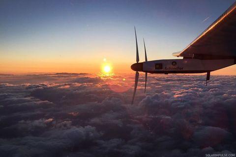 Sky, Atmosphere, Sunrise, Airplane, Evening, Atmospheric phenomenon, Dusk, Horizon, Aircraft, Sun,