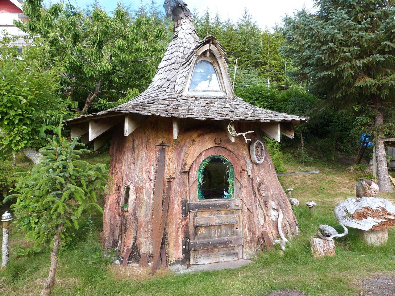 One Man Spent 22 Years on This Tree Stump Hobbit House
