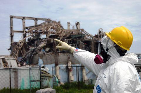 Workwear, Helmet, Demolition, Personal protective equipment, Hard hat, Engineer, Pollution, Employment, Gas, Job,