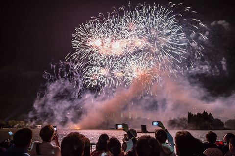 People, Event, Atmospheric phenomenon, Crowd, Pink, Fireworks, Purple, World, Midnight, Holiday,
