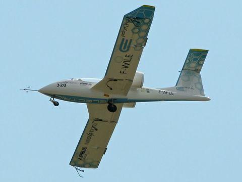 Airplane, Mode of transport, Daytime, Aircraft, Flight, Transport, Air travel, Aviation, Wing, Aerospace engineering,