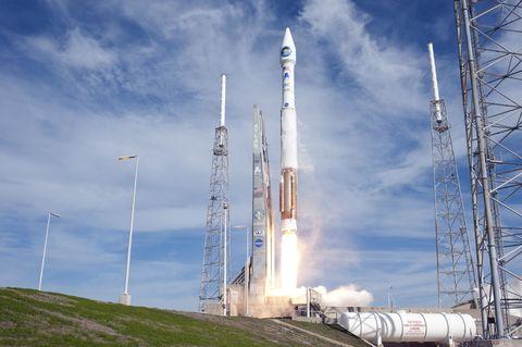 Sky, Cloud, Atmosphere, Electricity, Aerospace engineering, Rocket, Spacecraft, Space, Industry, Engineering,
