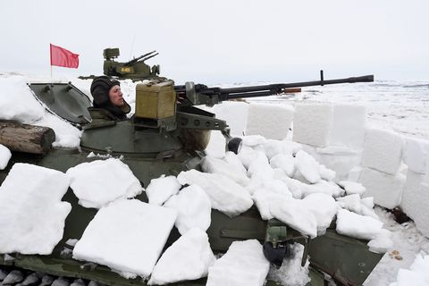 Winter, Tank, Combat vehicle, Freezing, Military vehicle, Snow, Self-propelled artillery, Army, Ice cap, Ice,
