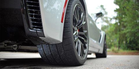 Tire, Wheel, Automotive tire, Automotive design, Automotive wheel system, Alloy wheel, Rim, Automotive exterior, Spoke, Tread,