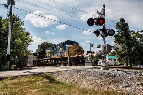 Track, Transport, Railway, Rolling stock, signaling device, Electricity, Train, Electrical network, Locomotive, Railroad car,