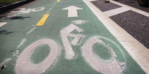 Road, Green, Road surface, Infrastructure, Asphalt, Line, Public space, Lane, Street, Circle,