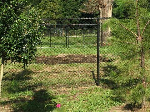 Wire fencing, Mesh, Shrub, Garden, Chain-link fencing, Lawn, Home fencing, Fence, Yard, Plantation,