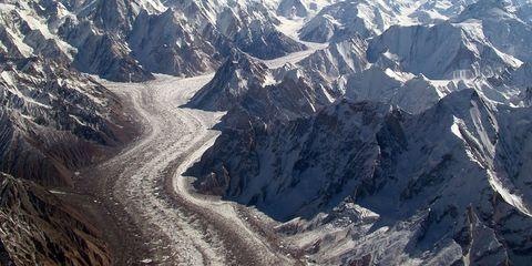 Mountainous landforms, Winter, Slope, Mountain, Mountain range, Terrain, Snow, Glacial landform, Freezing, Geological phenomenon,