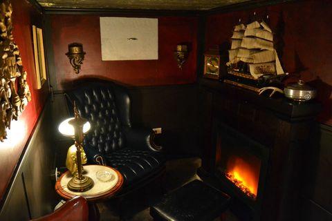 Phenomenal This Guy Built His Own Smoking Lounge Behind A Secret Bookcase Inzonedesignstudio Interior Chair Design Inzonedesignstudiocom