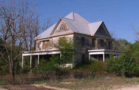"<p>Around San Antonio, people link the name ""Wurzbach"" to land development and politics. But in Rio Medina, about seven miles north of Castroville, the name ""Wurzbach"" is attached to the creepy, decades-old Arnold Wurzbach house. The home belonged to Harry Wurzbach's cousin, Arnold, who was a prominent landowner in South Texas.<span></span></p>"