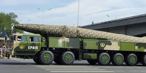 Motor vehicle, Wheel, Tire, Mode of transport, Transport, Green, Automotive tire, Military vehicle, Road surface, Rim,