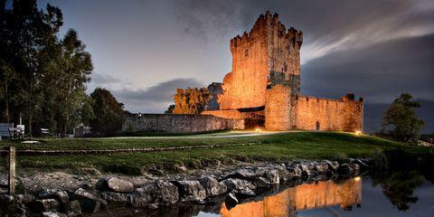 Body of water, Reflection, Waterway, Watercourse, Bank, Castle, Water castle, Lake, Evening, Moat,