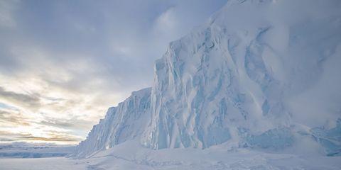 Winter, Ice, Freezing, Glacial landform, Atmosphere, Ice cap, Mountain, Slope, Glacier, Polar ice cap,