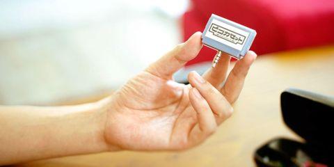 Finger, Skin, Hand, Nail, Wrist, Thumb, Guitar accessory, Input device, Gesture, Gadget,