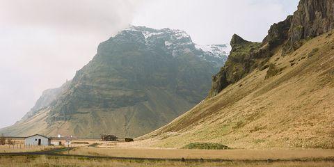 Mountainous landforms, Highland, Hill, Slope, Valley, Mountain, Mountain range, Terrain, Bedrock, Geology,