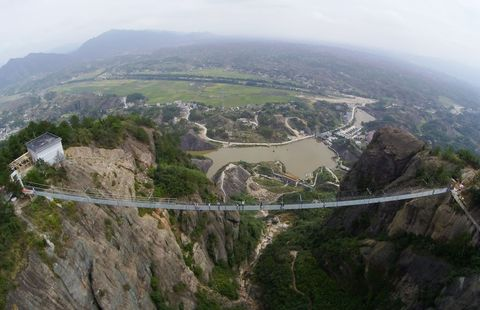 Bird's-eye view, Aerial photography, Atmospheric phenomenon, Terrain, Photography, Hill station, Bridge, Panorama, Haze,