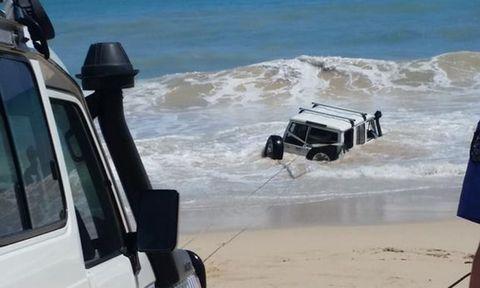 Natural environment, Water, Automotive exterior, Sand, Ocean, Wave, Beach, Wind wave, Shore, Sea,