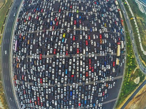 A Horrific Traffic Jam Turned This Chinese Motorway Into a 50-Lane Parking Lot