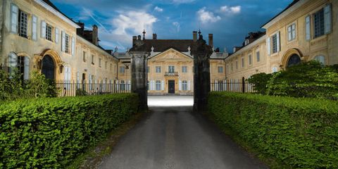 Window, Property, Facade, Shrub, Building, Hedge, Palace, Manor house, Mansion, Stately home,