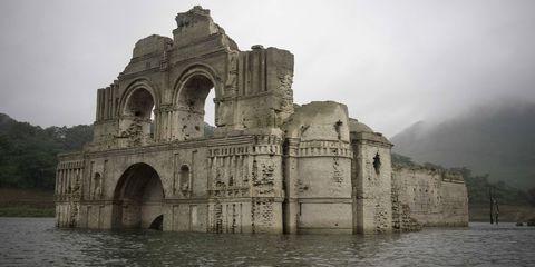 Water resources, Water, Waterway, Bank, Arch, Atmospheric phenomenon, Watercourse, River, Reservoir, Lake,