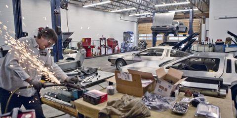 Automotive exterior, Workshop, Service, Box, Machine, Automobile repair shop, Auto part, Toolroom, Bumper, Factory,