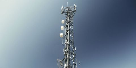 Telecommunications engineering, Pole, Electricity, Cellular network, Transmitter station, Technology, Floodlight, Engineering, Electrical supply, Silver,