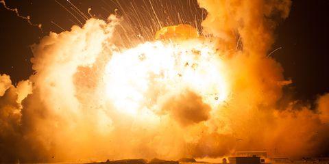 Event, Pollution, Heat, Smoke, Explosion, Amber, Atmospheric phenomenon, Fire, World, Gas,