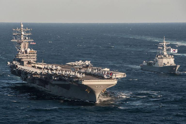 Sailors Perform Flight Operations On The Deck Of Aircraft Carrier Uss Carl Vinson Saay In South China Sea U S Navy
