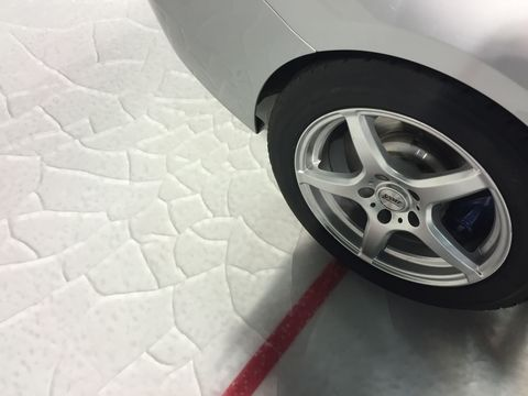 Wheel, Automotive tire, Automotive design, Alloy wheel, Automotive exterior, Automotive wheel system, Rim, Synthetic rubber, Fender, Spoke,
