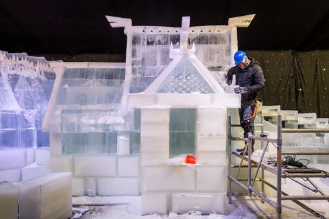 Winter, Ice, Engineering, Composite material, Workwear, Service, Snow, Tradesman, Freezing, Ladder,