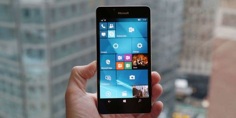 Microsoft Lumia 950 Review: Will People Finally Want a Windows Phone?
