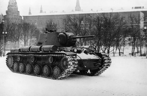 Tank, Mode of transport, Combat vehicle, Military vehicle, Self-propelled artillery, Steeple, Spire, Monochrome photography, Snow, Machine,