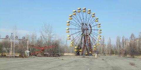 Nature, Ferris wheel, Daytime, Public space, Amusement ride, Landmark, Colorfulness, Sunlight, Amusement park, Nonbuilding structure,