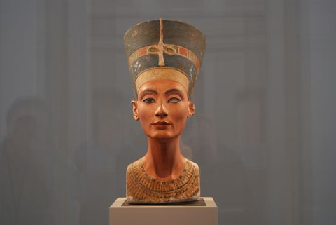 A Pharaoh Queen's Chamber May Be Hiding Behind Tut's Tomb