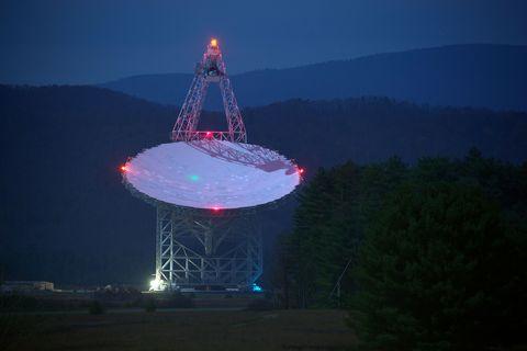 Telecommunications engineering, Technology, Transmitter station, Landmark, Hill, Mountain range, Television transmitter, Cellular network, Antenna, Space,