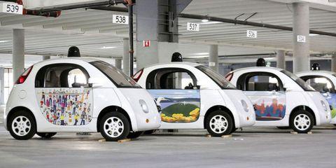 Motor vehicle, Wheel, Automotive design, Vehicle, Land vehicle, Vehicle door, Car, Fender, Alloy wheel, Automotive parking light,
