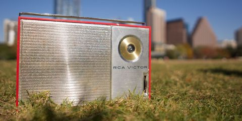 Genius DIY Mod Resurrects Old Transistor Radios as Retro
