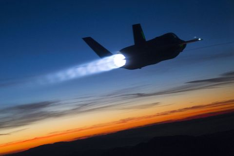 <p>Shock diamonds trail an F-35B as it goes supersonic during twilight refueling testing. What a sight.</p>