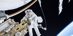 "<p>Astronaut Tim Kopra on a December 21 unscheduled spacewalk. (<a href=""http://www.nasa.gov/image-feature/nasa-astronaut-tim-kopra-on-dec-21-spacewalk/"">Source</a>)</p>"