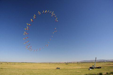 Sky, Natural environment, Plain, Landscape, Field, Natural landscape, Grassland, Land lot, Atmosphere, Horizon,