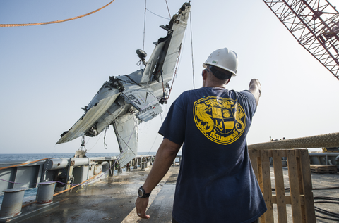Stunning Pics of the Navy Salvaging a Sunken F/A-18