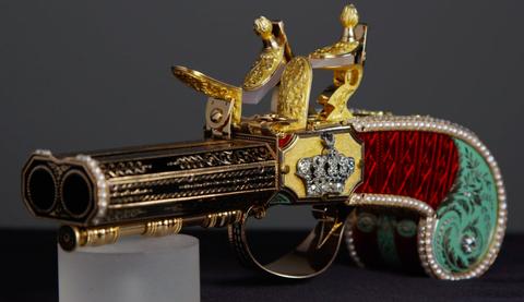Metal, Symbol, Brass, Emblem, Silver, Bronze, Still life photography, Antique, Classic,